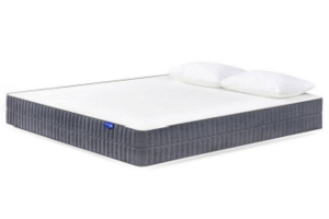The Sweetnight Sunkiss mattress with two pillows